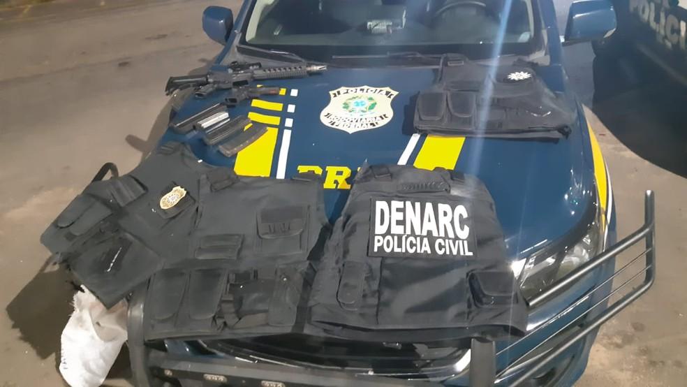 Homem foi preso com armas e coletes da polícia em Gravataí ?- Foto: Divulgação / PRF