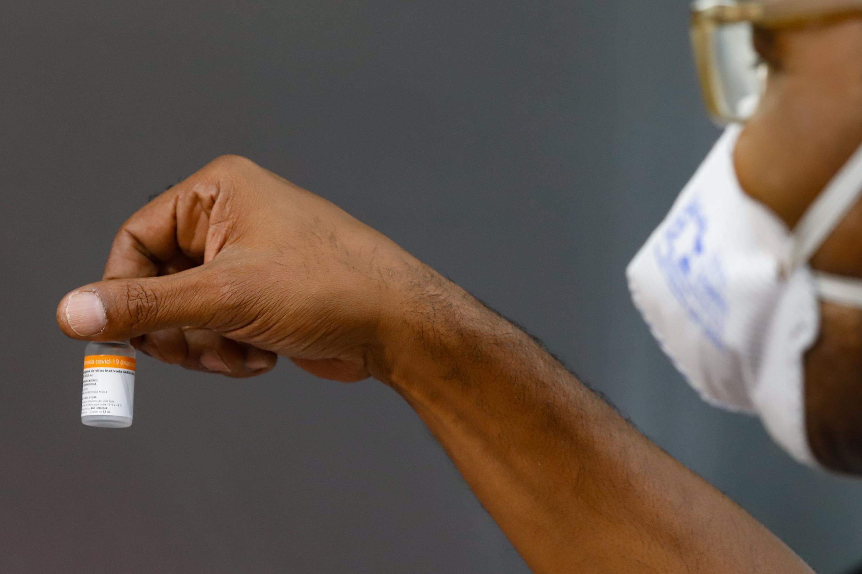Municípios do RS notificam Anvisa por lotes de vacina contra a Covid com menos doses do que indicado