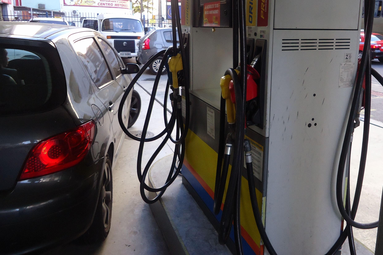 Procon investiga aumento de preços por distribuidoras e postos de combustíveis em Porto Alegre